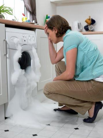 Bọt trào ra khỏi máy giặt
