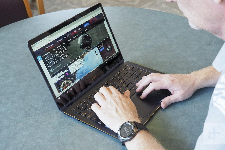 Laptop Asus Zenbook Flip S UX370UA có đèn bàn phím hiện đại