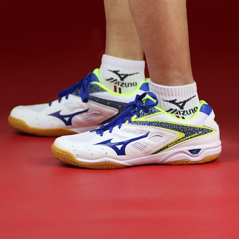 Một đôi giày đánh bóng bàn tốt là khi có thể giúp người phát huy hết sở trường, nâng cao thành tích và hạn chế tối đa chấn thương