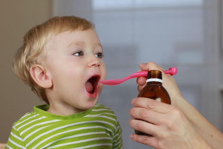 Việc lạm dụng siro ăn ngon cho bé gây ra nhiều tác hại khôn lường