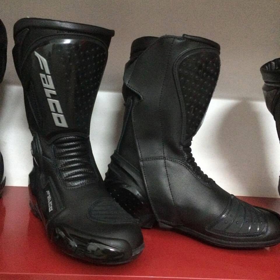 Giày bảo hộ chuyên dụng có nhiều mẫu mã, kiểu dáng cá tính