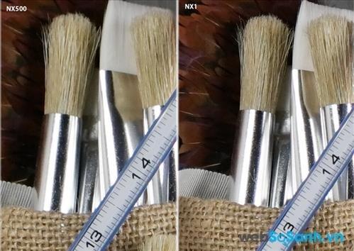 Bạn có thể dễ dàng nhận thấy sự khác biệt của lens kit 16-50 mm f3.5-5.6 của NX500 so với lens 15-50 mm f2-2.8 đắt tiền hơn của NX1.