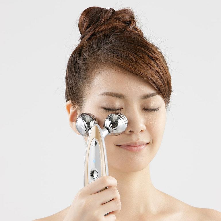 Sử dụng máy massage Yaman HRF 15P tại nhà đơn giản