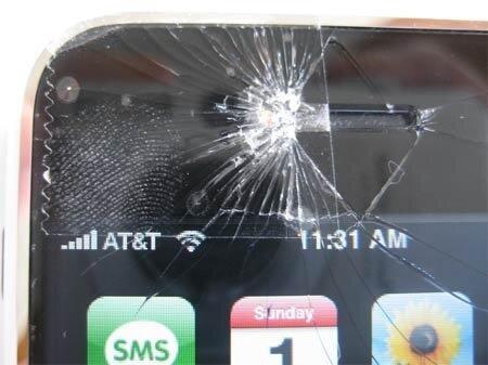 có người còn nói đùa rằng màn hình iPhone dường như làm bằng pho-mát