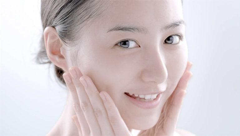 kem dưỡng tốt nhất sẽ mang đến cho bạn cảm giác ẩm mọng, căng mướt cho làn da chứ không phải là
