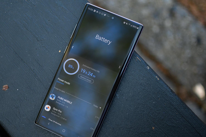 Màn hình Note 10 Plus có kích thước 6.8 inch, camera đục lỗ hiện đại