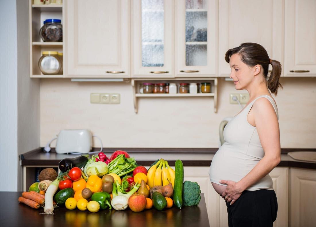 Bổ sung đầy đủ vitamin cho mẹ bầu qua các loại rau và trái cây hàng ngày