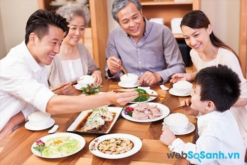 Hitachi R-VG440PGV3 phù hợp với những gia đình trên 7 người (nguồn: internet)