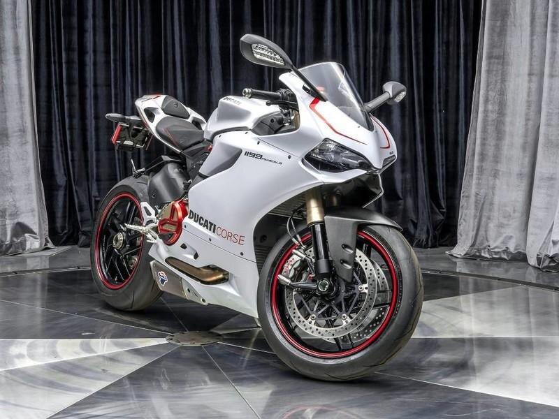 Ducati sở hữu phong cách thiết kế hầm hố, thể thao