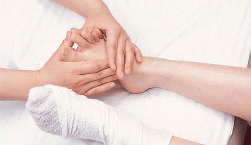 Mẹ bầu có thể nhờ chồng hoặc người thân matxa để cảm thấy thư giãn hơn