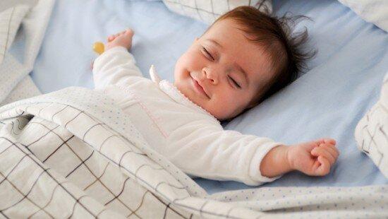Bé ngủ ngon hơn khi có nhạc quen thuộc vỗ về
