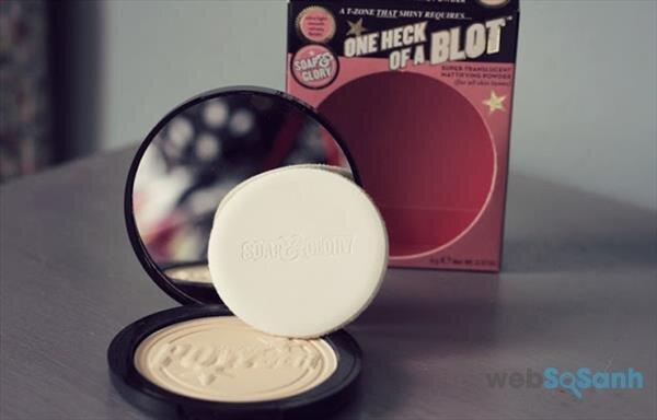 Phấn nén kiềm dầu Soap and Glory One heck of a blot Powder