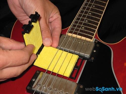Thường xuyên lau sạch, vệ sinh đàn để đàn guitar bền bỉ nhất