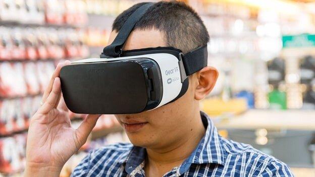 Nên điều chỉnh kính thực tế ảo xa mắt nhất có thể