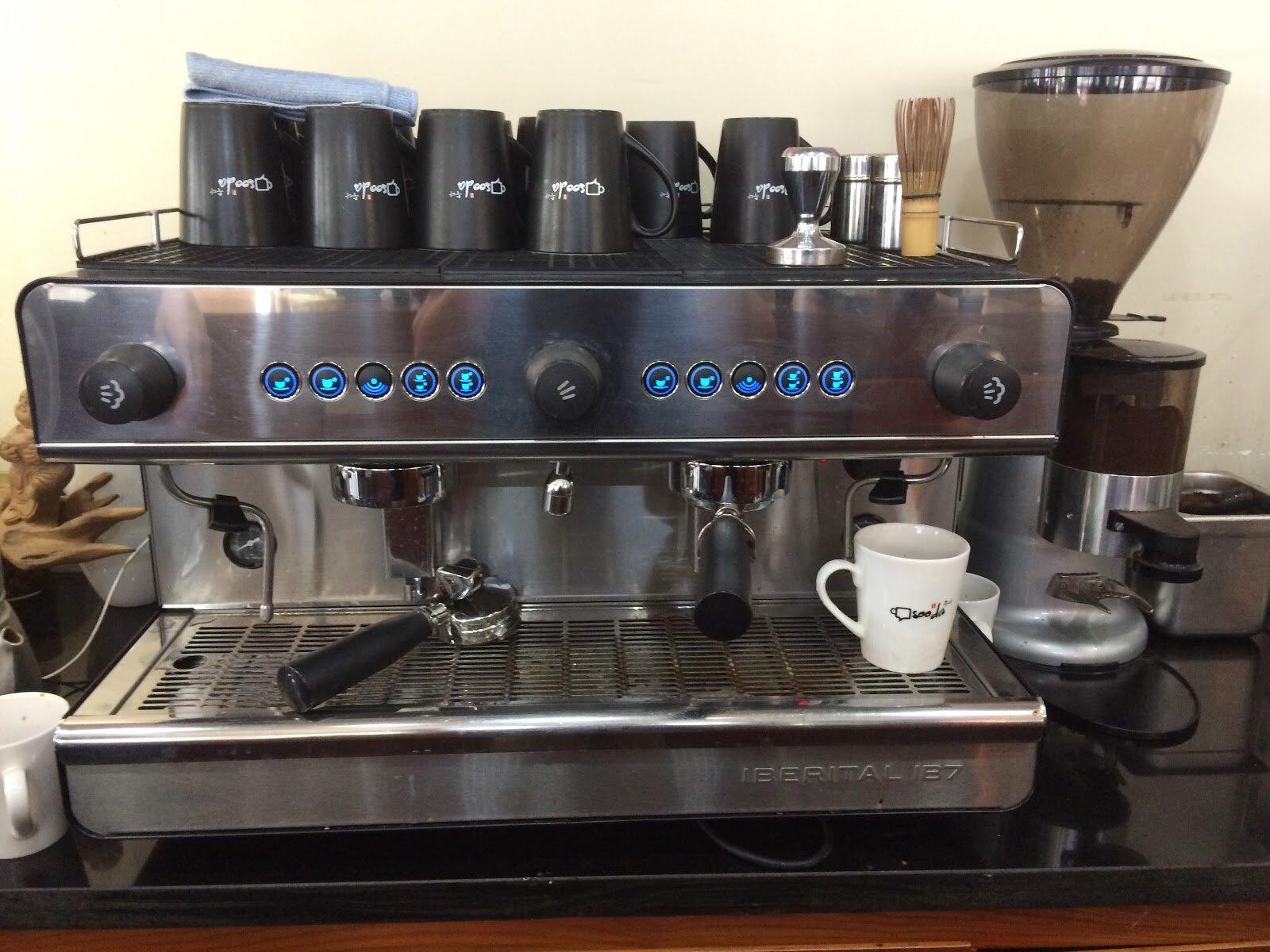 Một loại máy pha cà phê bán tự động