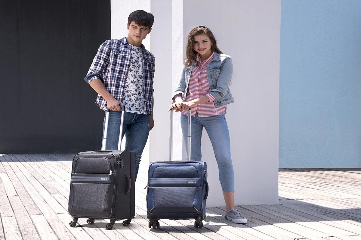 Không chỉ gọn nhẹ và di chuyển linh hoạt va li vải còn có khả năng chứa thêm nhiều đồ trên đường đi