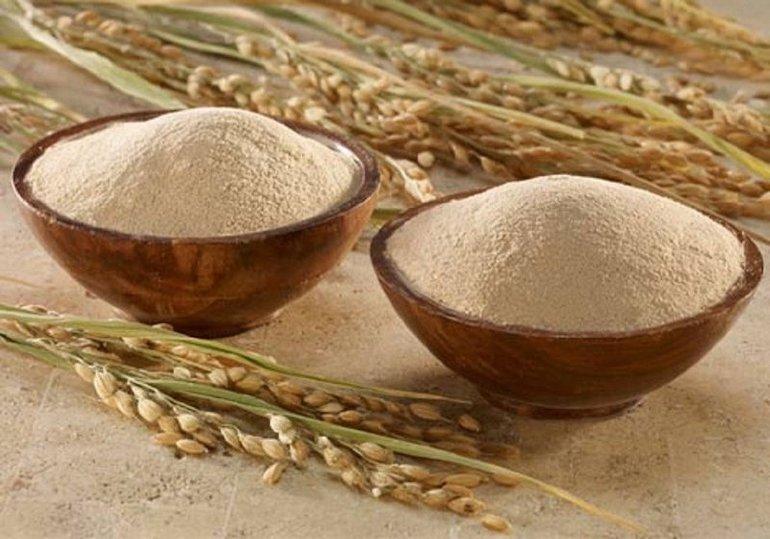 Dùng cám gạo dưỡng trắng da