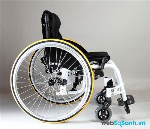 Xe lăn tay phù hợp với những người khuyết tật có đôi tay khỏe mạnh