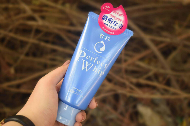 Sữa rửa mặt Perfect Whip Xanh là dóng sữa rửa mặt vật lý