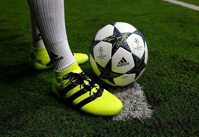 giày đá bóng Adidas chính hãng