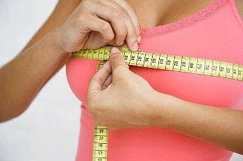 Bên ngực có nhiều tuyến sữa hơn có thể lớn hơn và tiết nhiều sữa hơn