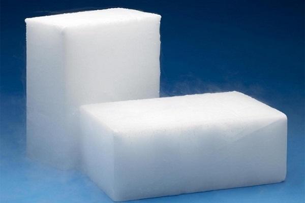 Đá khô còn có nhiều tên gọi khác như đá khói, băng khô, nước đá khô, băng khói hay đá CO2