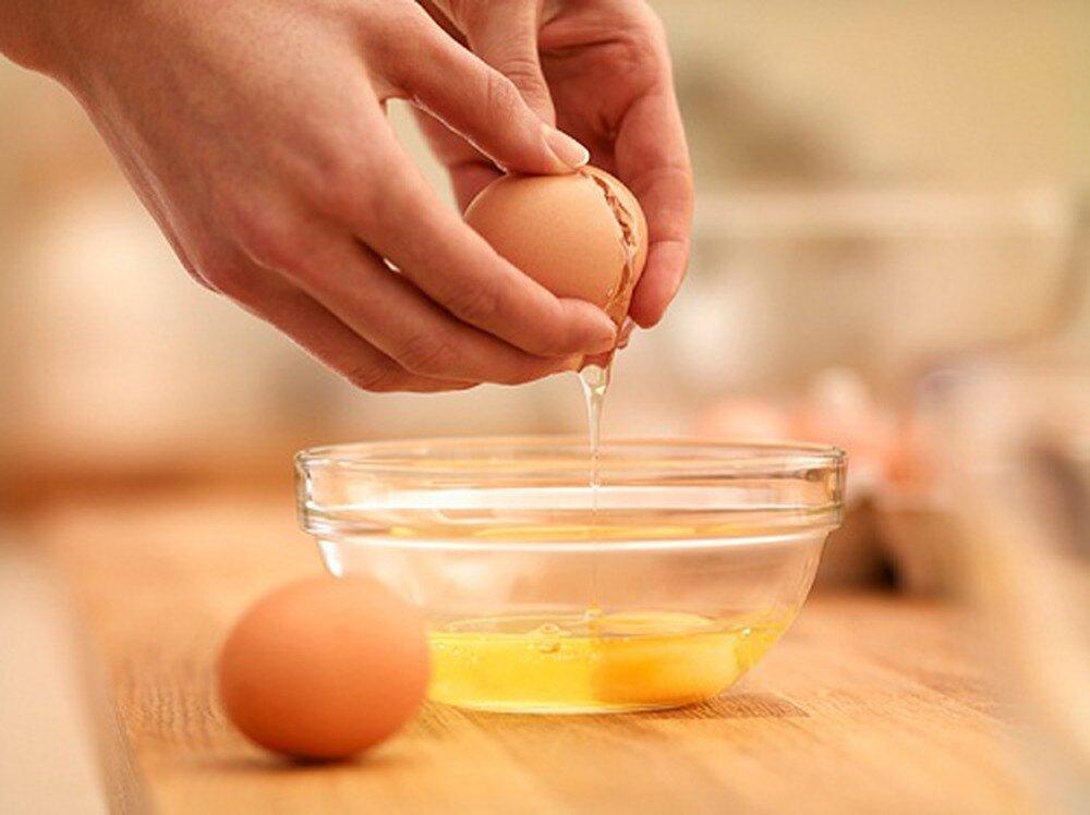Lòng đỏ trứng gà chứa nhiều dưỡng chất tốt cho cơ thể con người