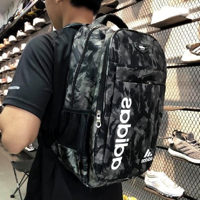 Phân biệt balo adidas chính hãng bằng khóa kéo