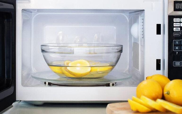 Sử dụng vỏ chanh, cam giúp khử mùi lò nướng mà lại còn có hương thơm dịu nhẹ thanh mát