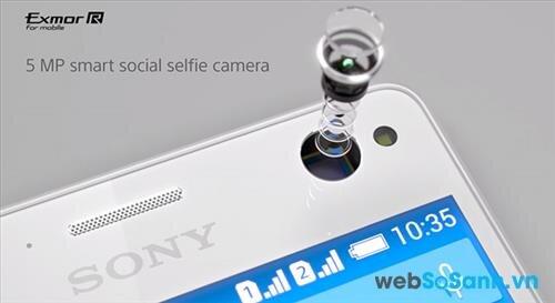 Xperia C4 Dual có thể selfie tốt ngay cả khi điều kiện ánh sáng yếu với đèn flash đi kèm camera trước