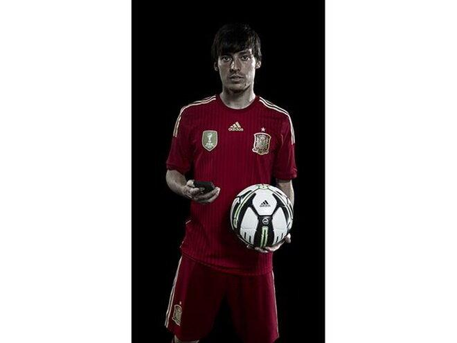 David Silva thử nghiệm adidas Smart Ball - Ảnh: adidas