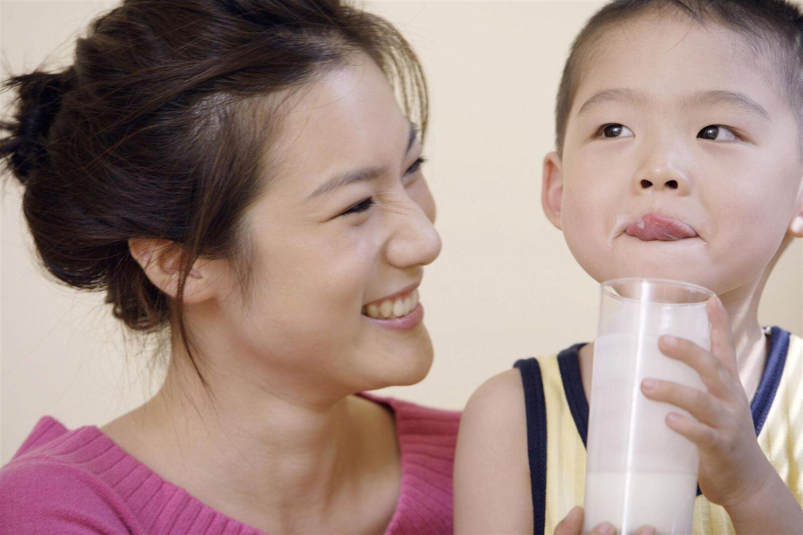 Lên 8 tuổi bé vận động nhiều nên rất cần nguồn năng lượng và dinh dưỡng kịp thời