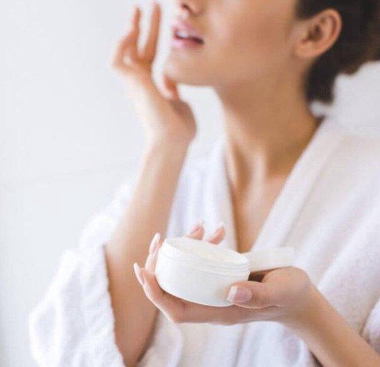Sử dụng sữa dưỡng ẩm như thế nào để dưỡng da hiệu quả?