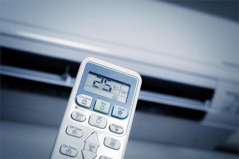 Điều chỉnh nhiệt độ điều hòa cho phù hợp.
