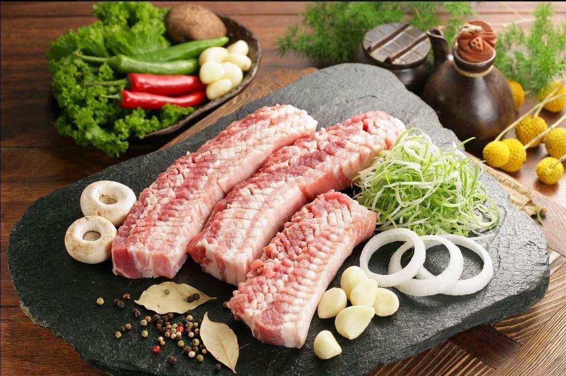 Nguyên liệu làm món thịt nướng đơn giản.