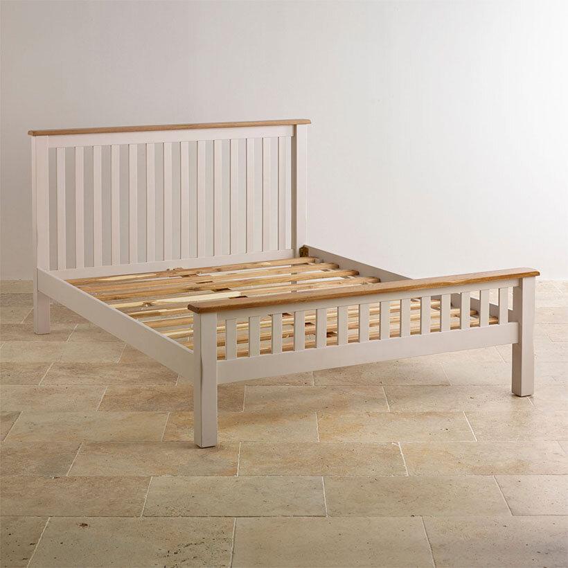 Chiếc giường Cozino Sintra có màu nâu và màu be cho bạn nhiều sự lựa chọn khác nhau