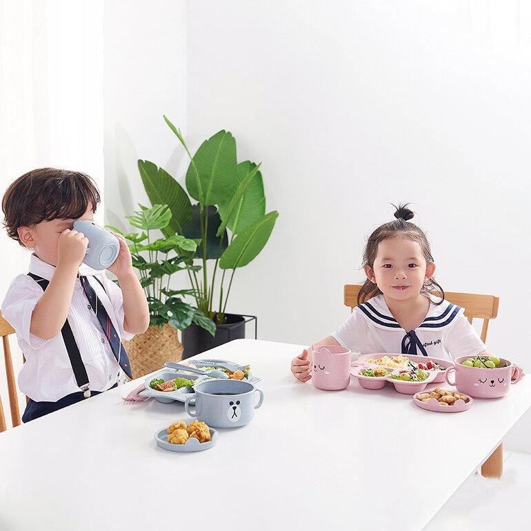 Cho trẻ uống sữa kết hợp với chế độ dinh dưỡng khoa học, cân bằng