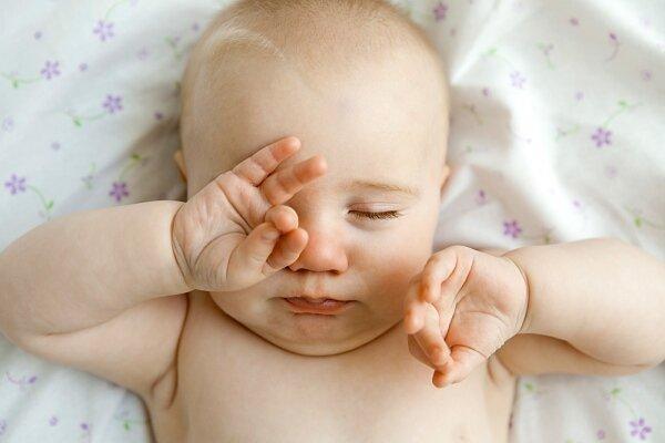 Nhiều tác hại khôn lường khi cho bé nằm gối không đúng cách