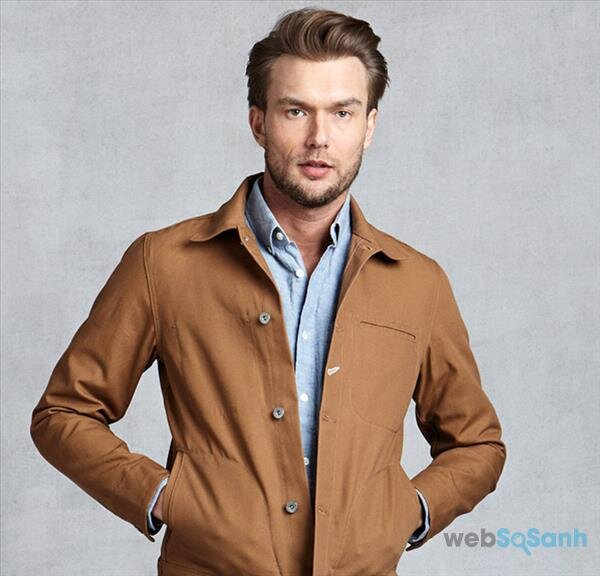 Nếu bạn là một chàng trai năng động, lịch lãm hãy nghĩ tới một chiếc jacket kaki nâu
