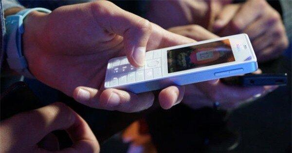 Máy rất nhỏ gọn nên người dùng có thể tùy thích sử dụng bằng một tay