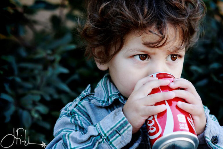 Trẻ em không nên uống nước ngột có gas