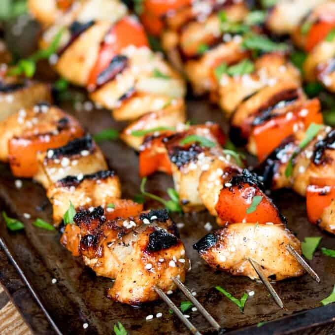 Thịt gà xiên que nướng thơm phức