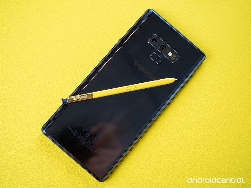 Samsung Galaxy Note 10 phiên bản màu đen pha vàng mạnh mẽ