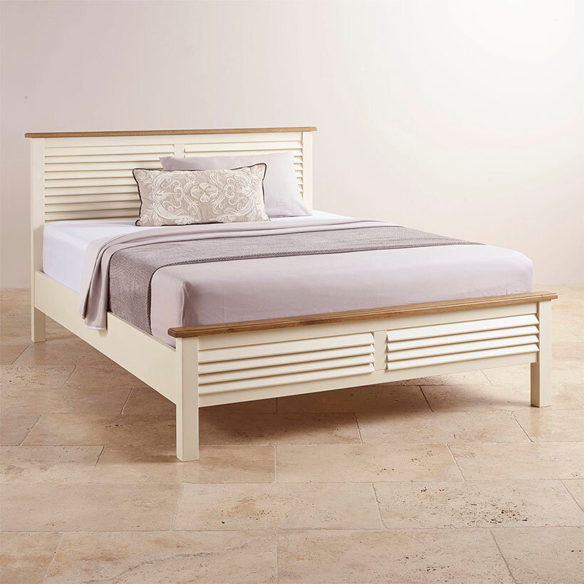 Giường được làm bằng gỗ sồi trắng nhập khẩu từ Mỹ