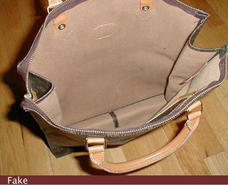 Các túi xách LV giả đều sử dụng chất liệu da rẻ tiền trong khi túi thật được dệt bằng chất liệu canvas hoặc da lộn.