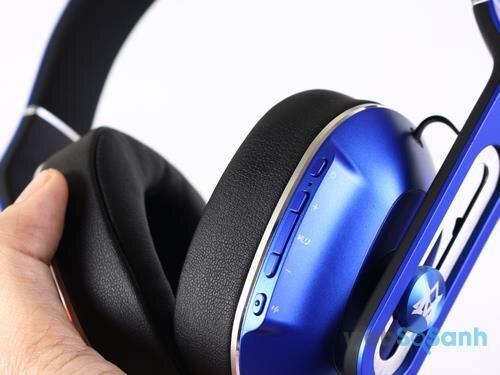 Cụm nút tăng giảm volume, nhận cuộc gọi thiết kể dễ dàng làm quen.