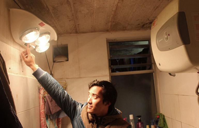Thường xuyên kiểm tra và vệ sinh đèn sưởi nhà tắm