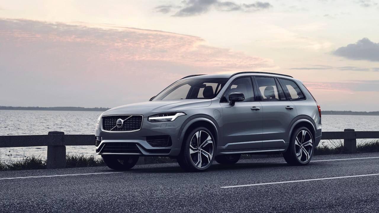 Volvo XC90 là một sản phẩm SUV hạng sang có thiết kế đẹp mắt, tinh tế với nội thất sang trọng, tiện nghi