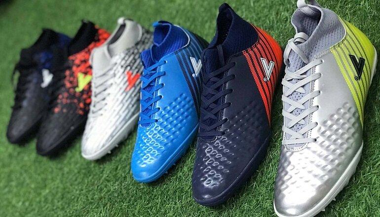 Giày đá bóng Mitre phù hợp với mọi mặt sân