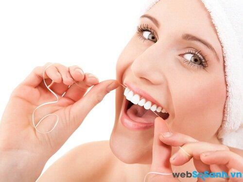 Chăm sóc răng miệng với chỉ tơ nha khoa